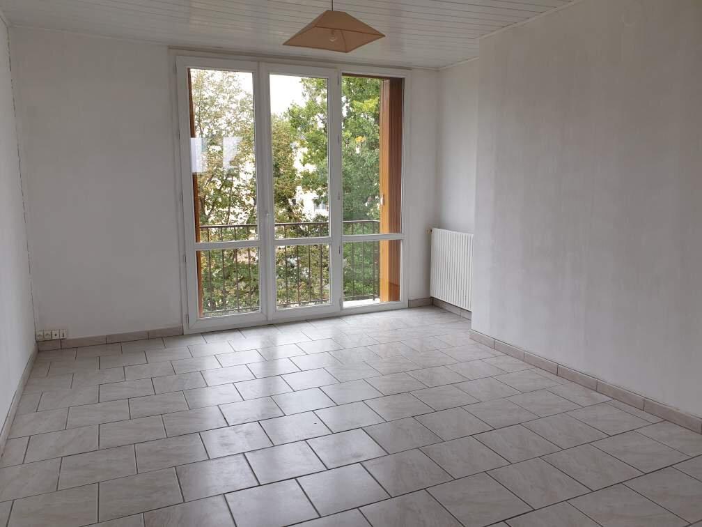 Appartement à louer 3 53.8m2 à La Rochette vignette-3