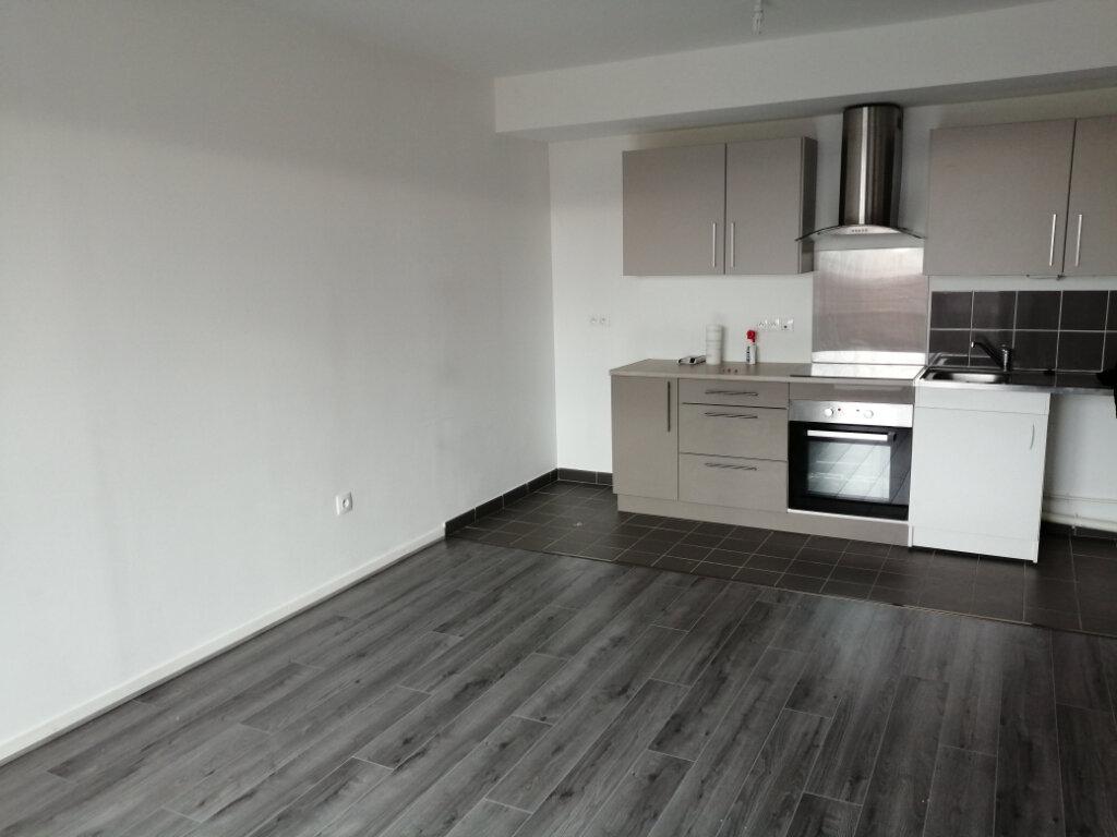 Appartement à louer 3 57.46m2 à Vert-Saint-Denis vignette-1