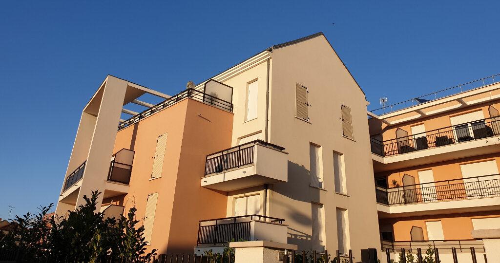 Appartement à louer 3 55.79m2 à La Rochette vignette-1