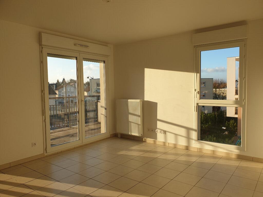 Appartement à louer 3 55.79m2 à La Rochette vignette-2