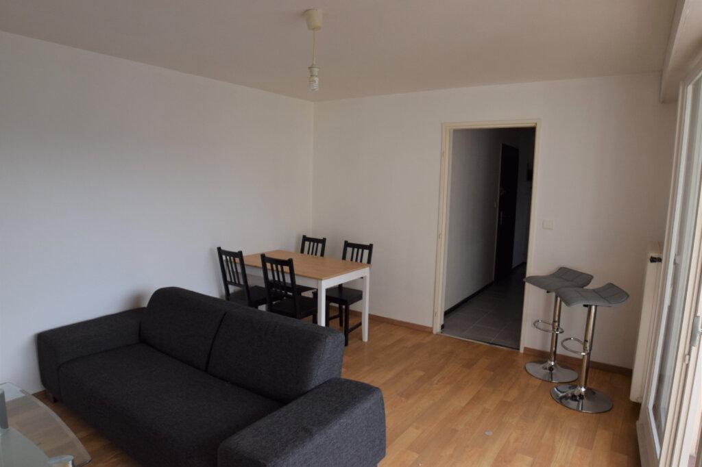 Appartement à louer 2 39.61m2 à Annemasse vignette-1