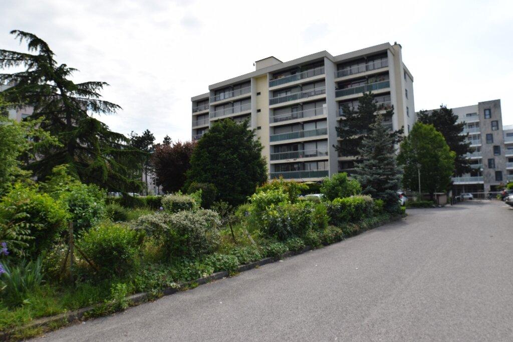 Appartement à louer 2 47.41m2 à Ambilly vignette-1