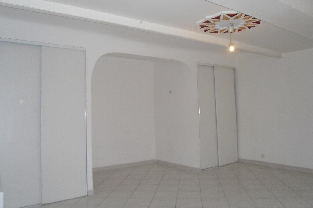 Appartement à louer 3 59m2 à L'Escarène vignette-3