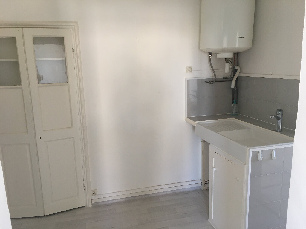 Appartement à louer 2 28m2 à Berre-les-Alpes vignette-5