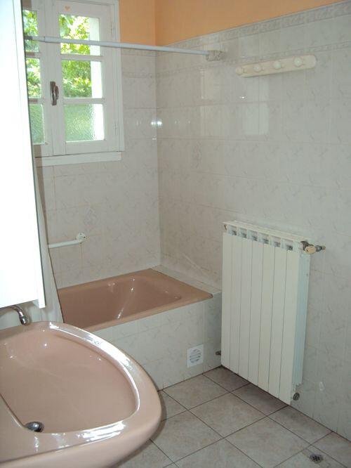 Maison à louer 4 115m2 à Les Salles-du-Gardon vignette-7