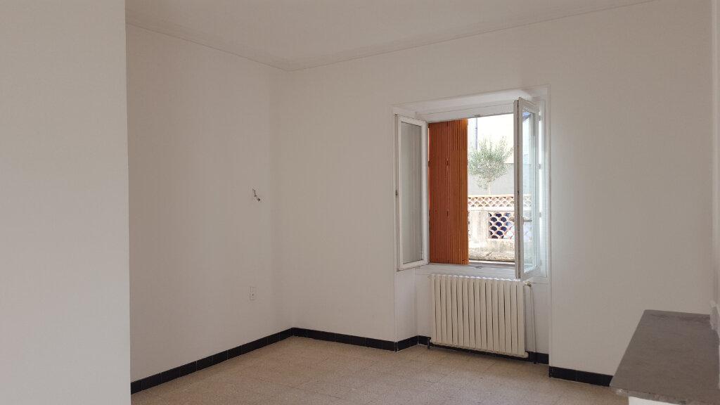 Appartement à louer 4 92m2 à Saint-Ambroix vignette-1