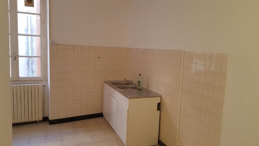 Appartement à louer 4 92m2 à Saint-Ambroix vignette-2