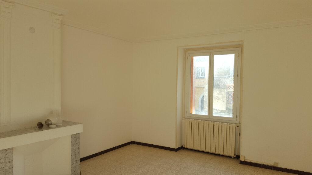 Appartement à louer 4 92m2 à Saint-Ambroix vignette-3