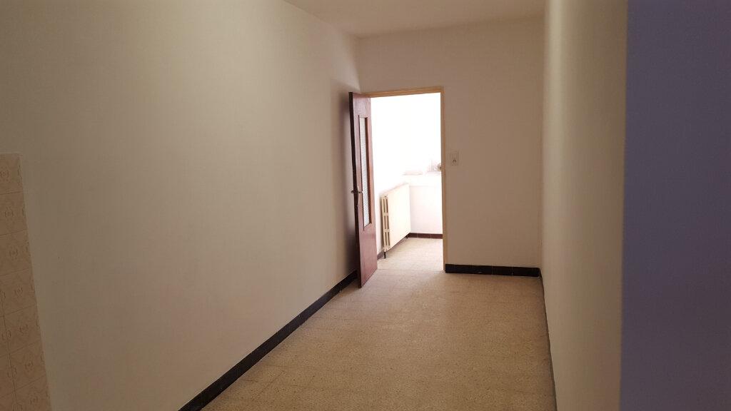 Appartement à louer 4 92m2 à Saint-Ambroix vignette-9