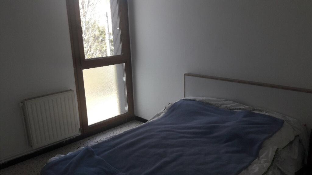 Appartement à louer 3 60m2 à Saint-Ambroix vignette-2
