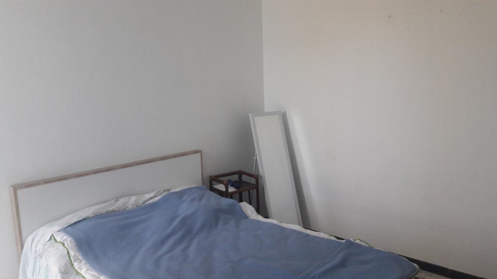 Appartement à louer 3 60m2 à Saint-Ambroix vignette-3