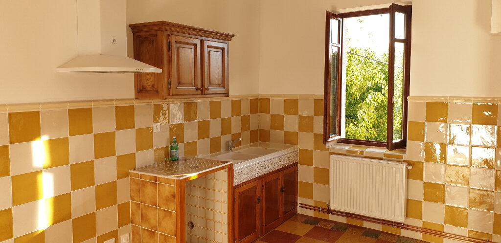 Appartement à louer 4 94m2 à Saint-Ambroix vignette-1