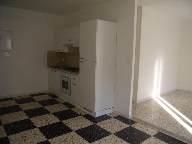 Appartement à louer 2 50m2 à Robiac-Rochessadoule vignette-2
