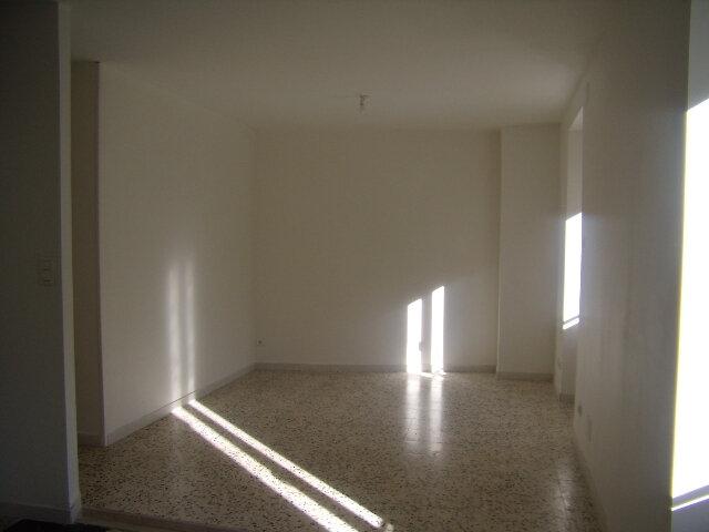 Appartement à louer 2 50m2 à Robiac-Rochessadoule vignette-3