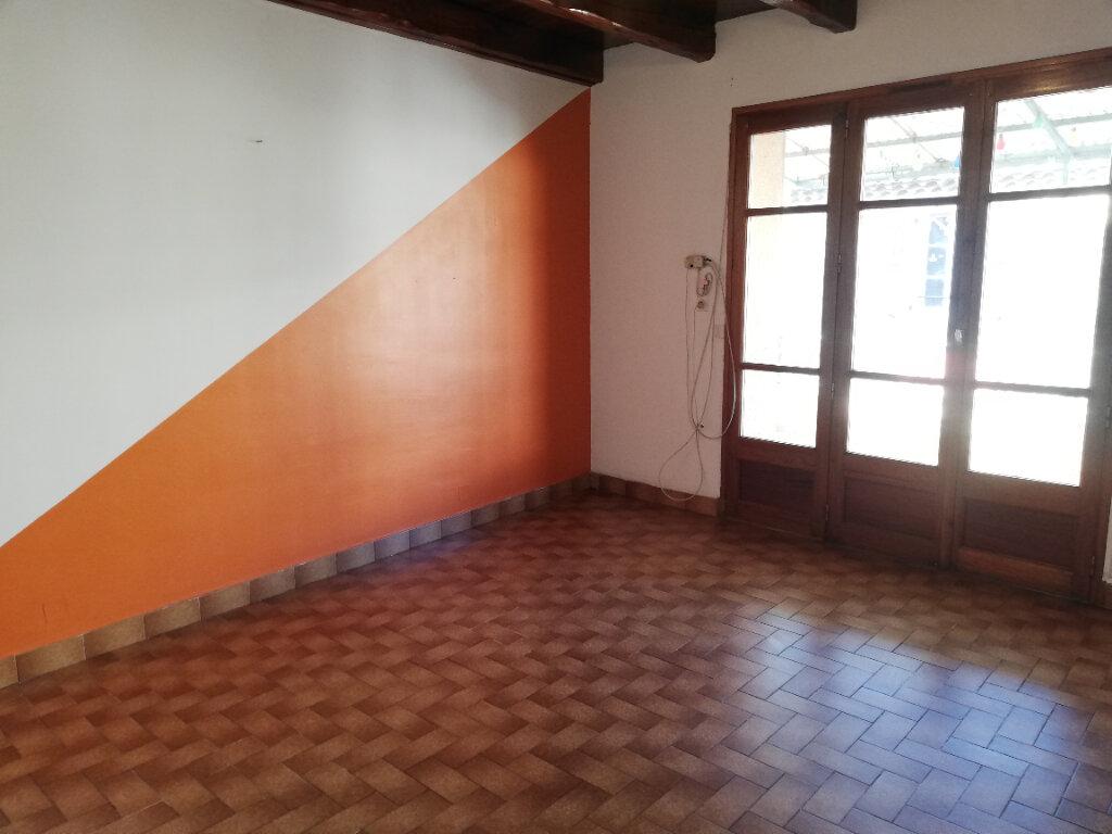 Appartement à louer 3 74m2 à Allègre-les-Fumades vignette-3