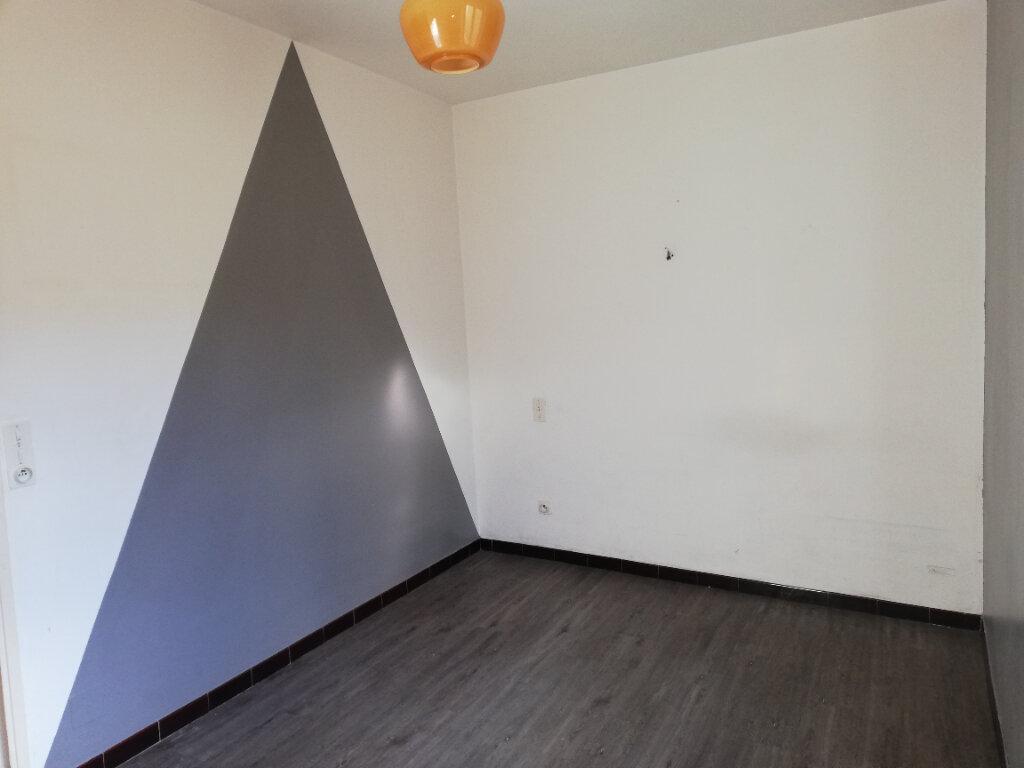 Appartement à louer 3 74m2 à Allègre-les-Fumades vignette-4