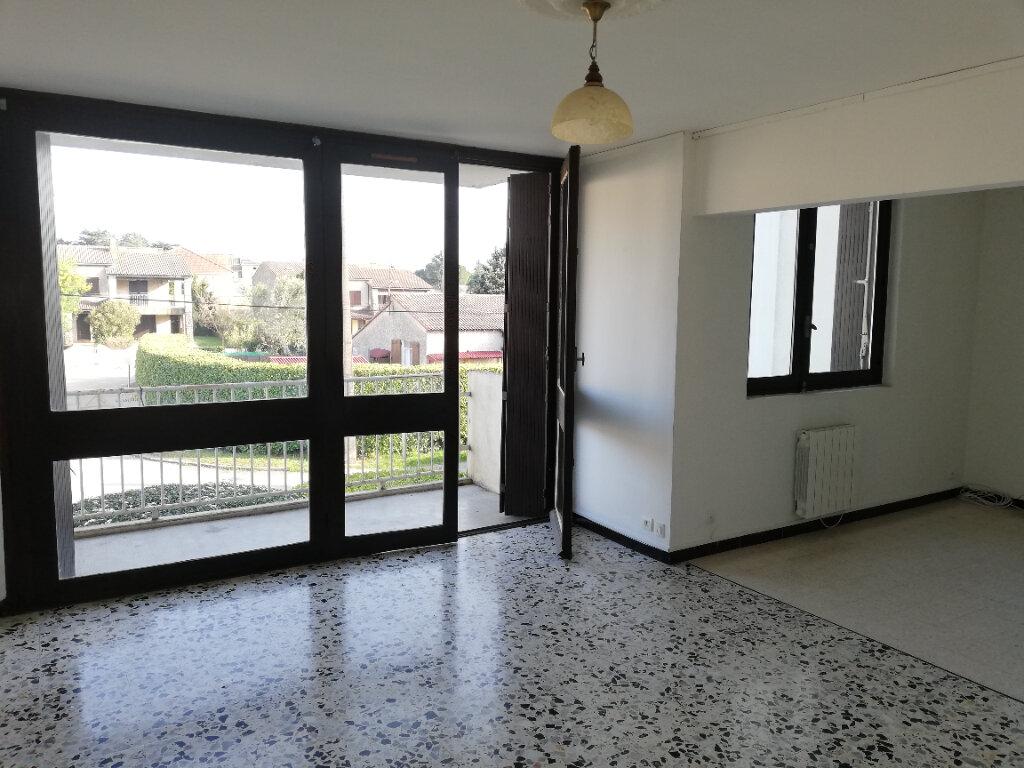 Appartement à louer 3 77m2 à Saint-Ambroix vignette-1