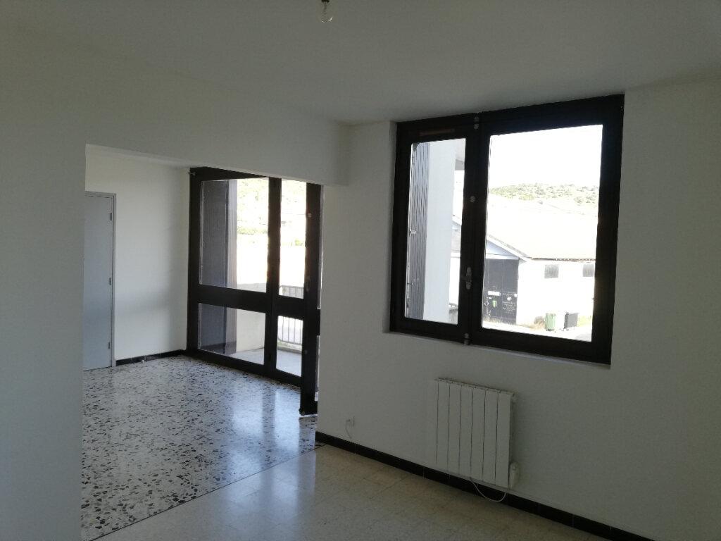 Appartement à louer 3 77m2 à Saint-Ambroix vignette-2