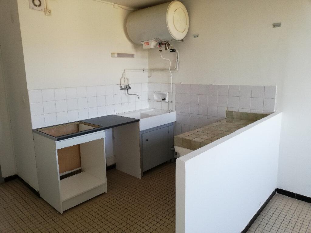 Appartement à louer 3 77m2 à Saint-Ambroix vignette-3