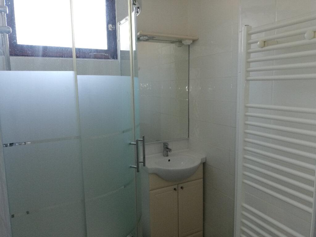 Appartement à louer 3 77m2 à Saint-Ambroix vignette-4