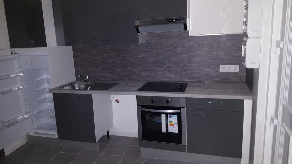 Appartement à louer 2 28.5m2 à Bessèges vignette-2