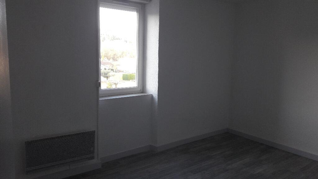 Appartement à louer 3 80m2 à Saint-Ambroix vignette-3