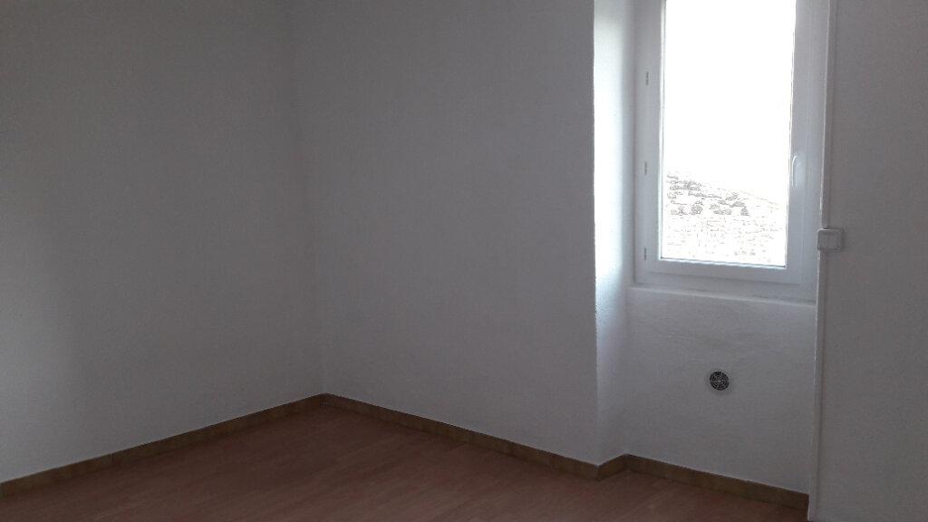 Appartement à louer 3 80m2 à Saint-Ambroix vignette-4