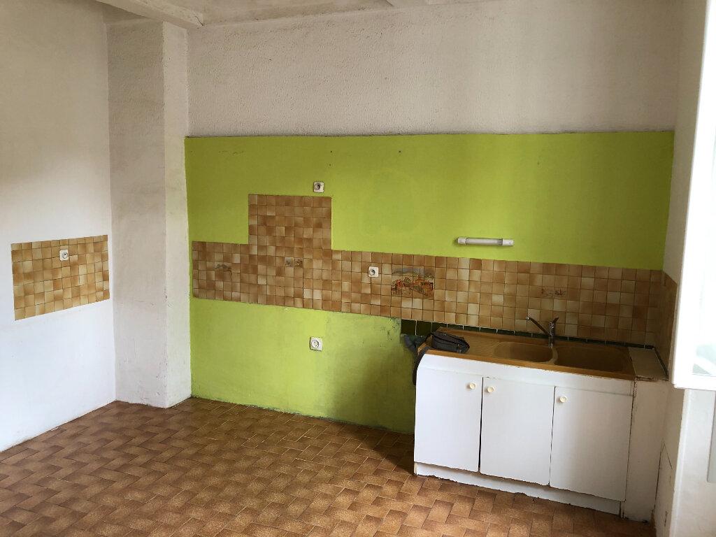 Appartement à louer 4 83.7m2 à Saint-Ambroix vignette-2