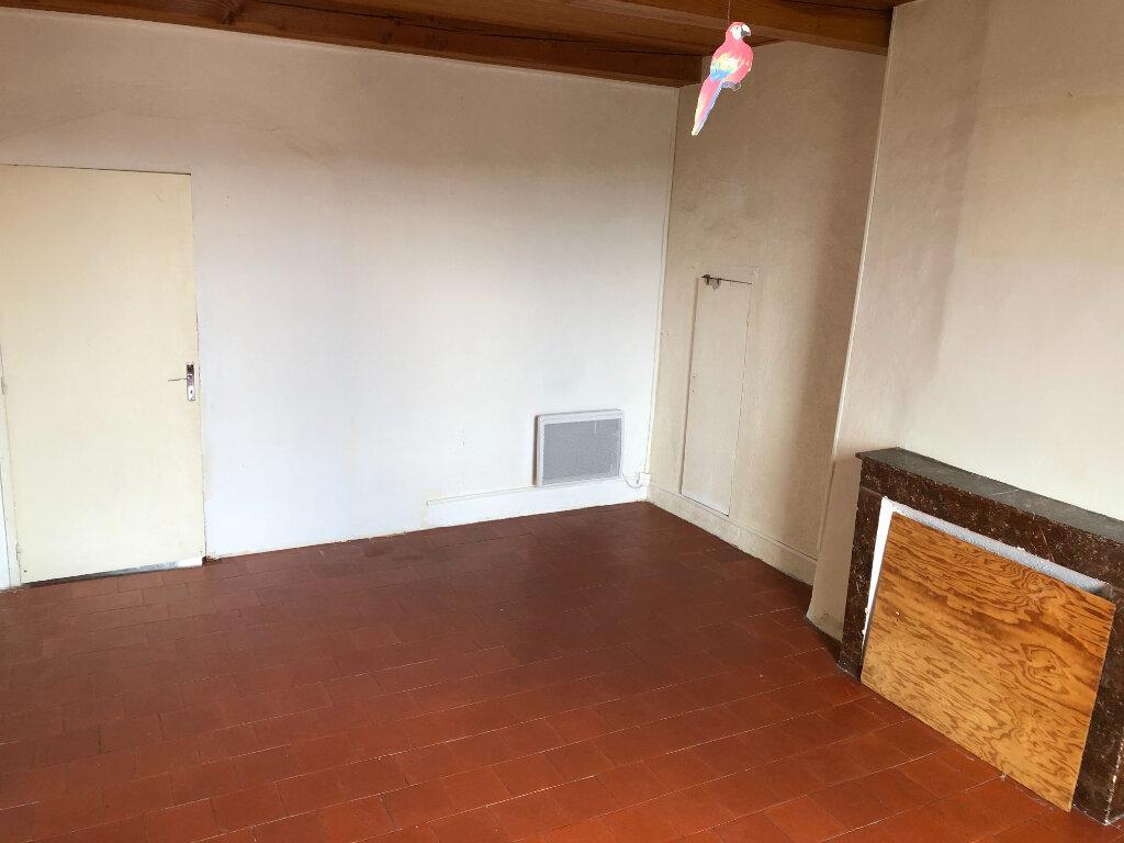 Appartement à louer 4 83.7m2 à Saint-Ambroix vignette-3