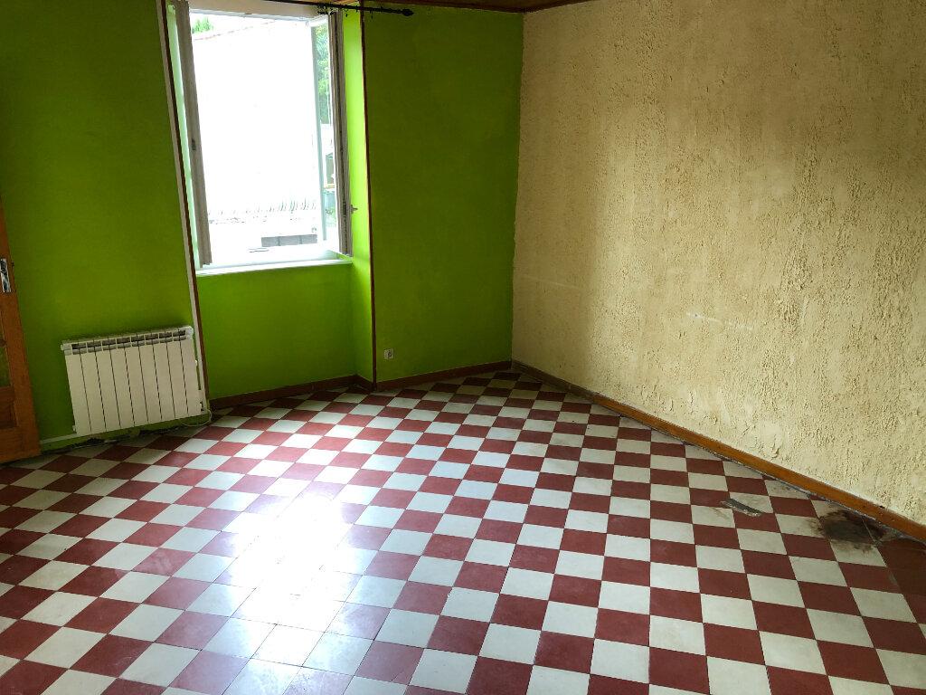 Appartement à louer 4 83.7m2 à Saint-Ambroix vignette-4
