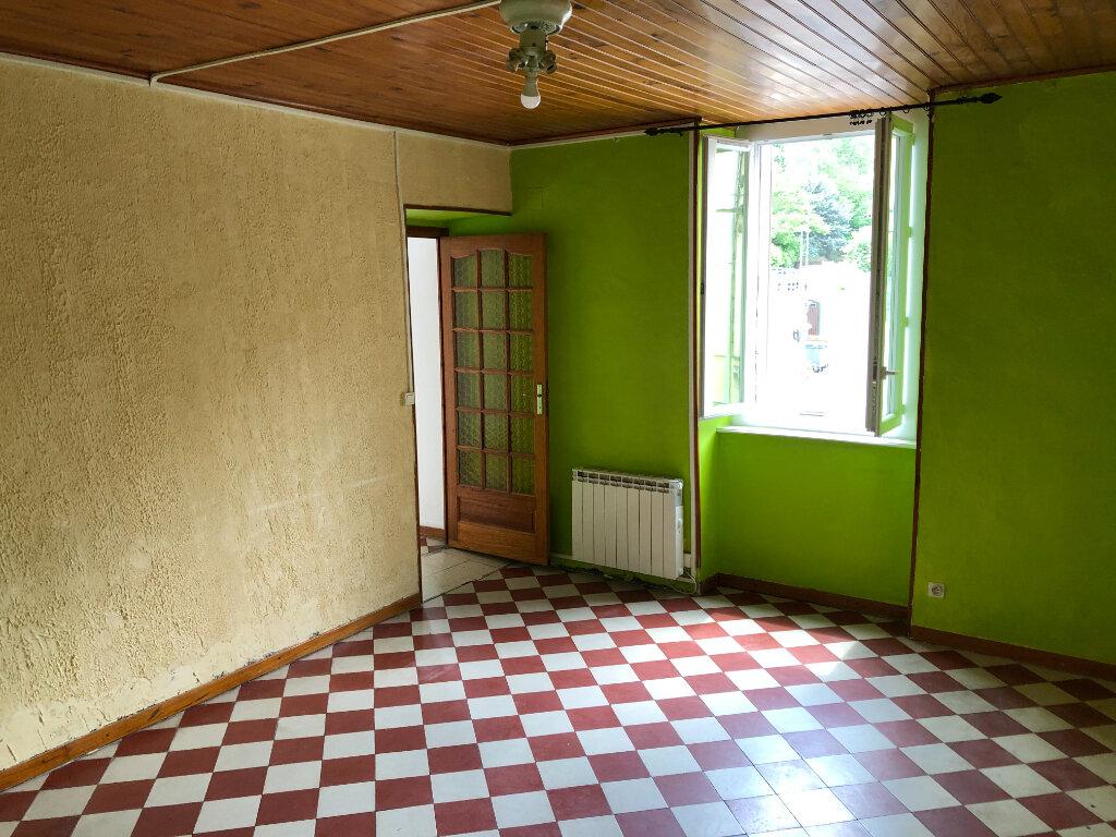 Appartement à louer 4 83.7m2 à Saint-Ambroix vignette-5