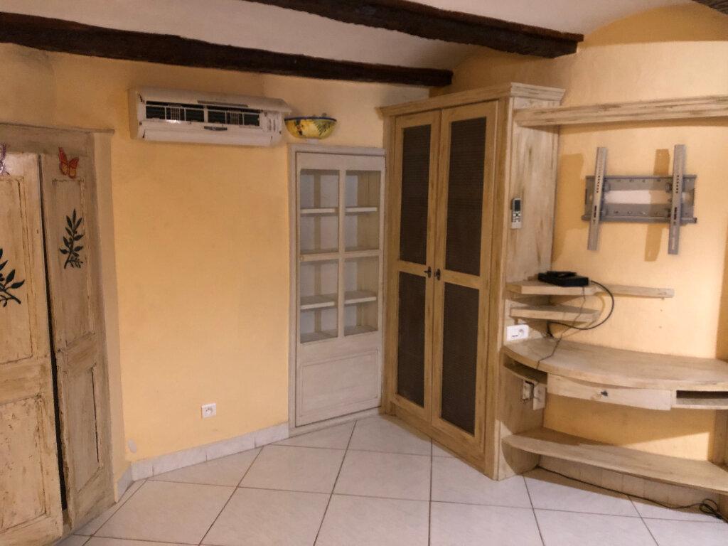 Appartement à louer 1 33m2 à Saint-Ambroix vignette-2