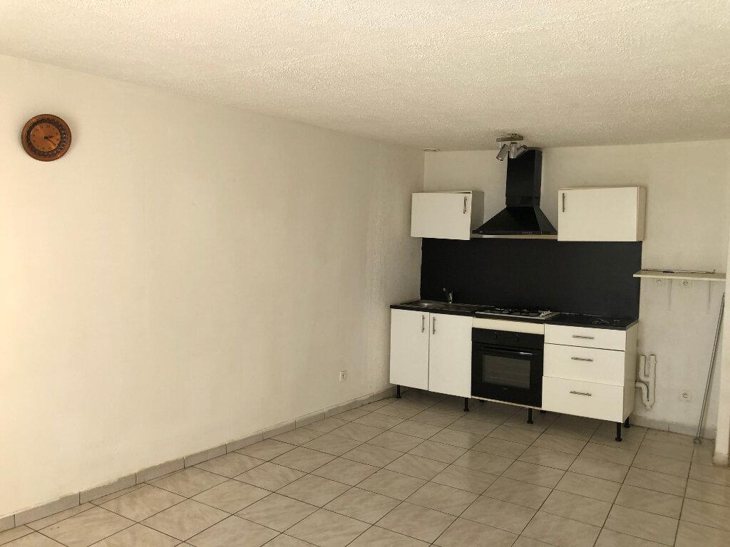 Appartement à louer 2 46m2 à Saint-Ambroix vignette-1