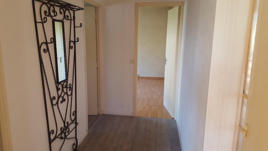 Maison à louer 3 89.3m2 à Saint-Jean-de-Maruéjols-et-Avéjan vignette-11