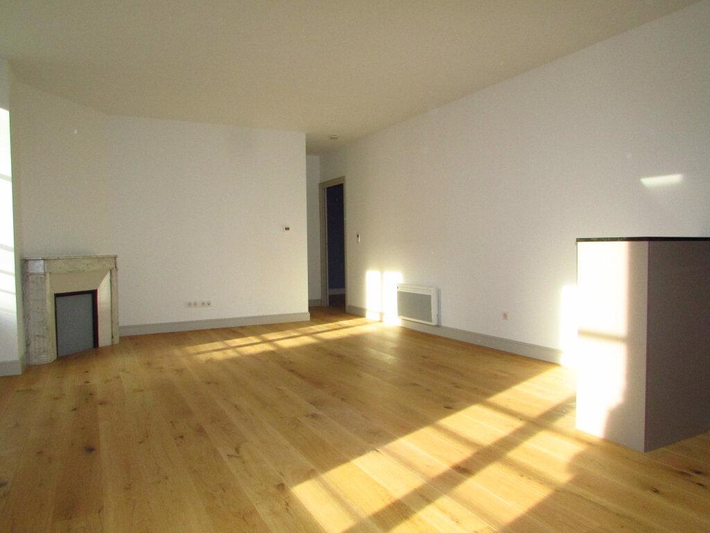 Appartement à louer 3 61.59m2 à Nancy vignette-1