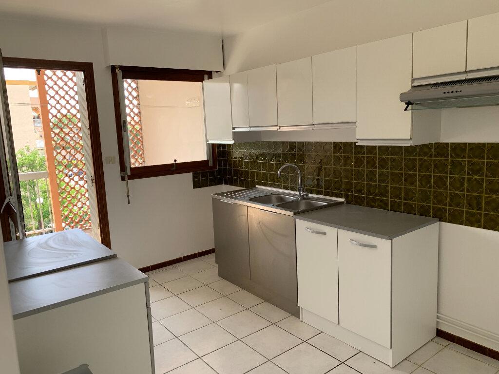 Appartement à louer 3 70m2 à Montpellier vignette-2