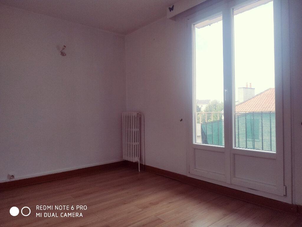 Appartement à louer 5 69.8m2 à Livry-Gargan vignette-6