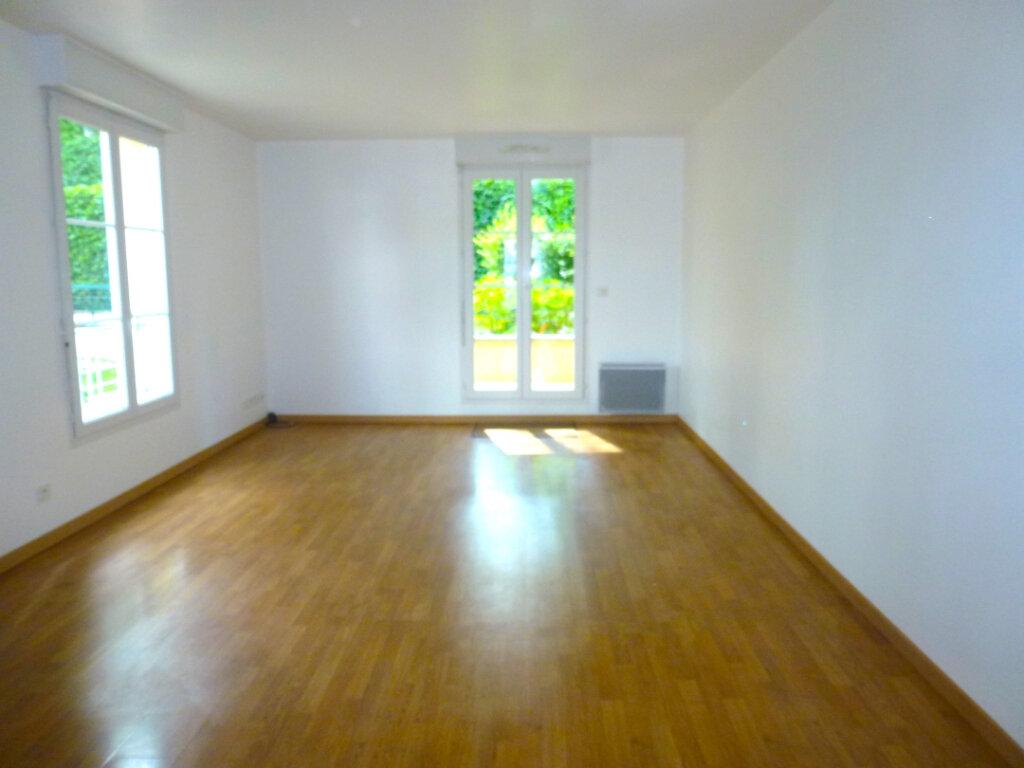 Appartement à louer 4 82.14m2 à Luzarches vignette-3