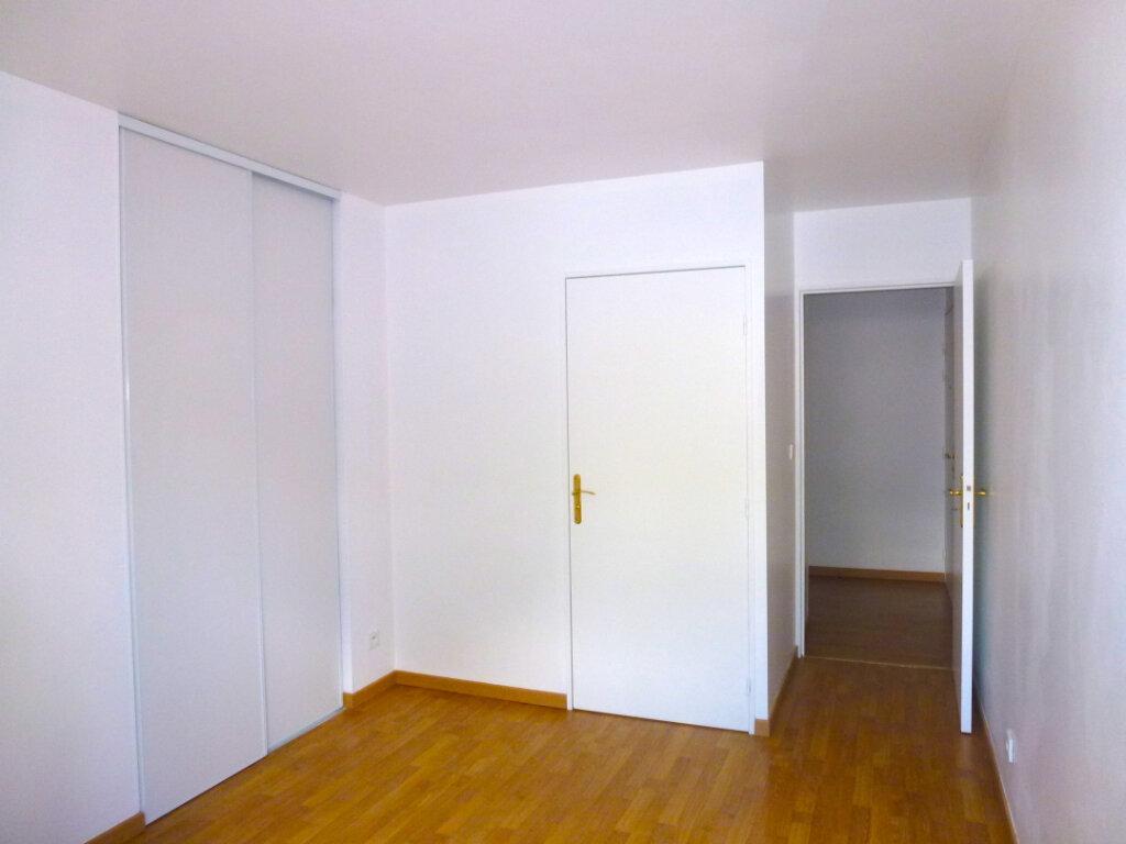 Appartement à louer 4 82.14m2 à Luzarches vignette-5