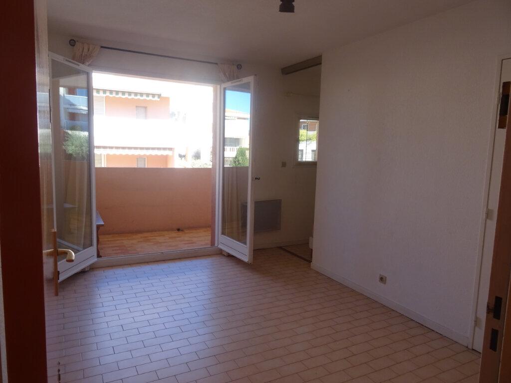 Appartement à louer 2 25m2 à Sainte-Maxime vignette-2