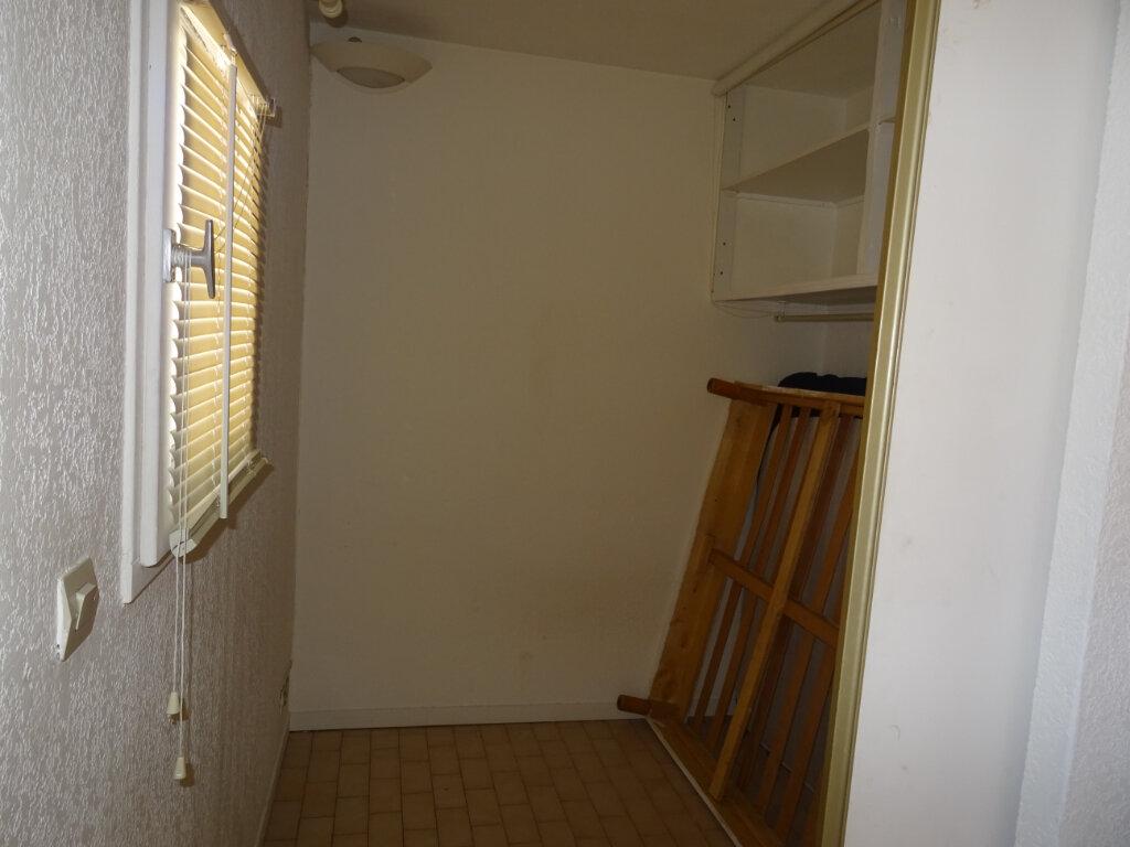 Appartement à louer 2 25m2 à Sainte-Maxime vignette-4