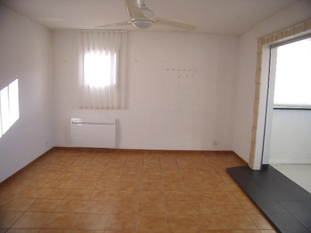 Appartement à louer 4 90m2 à Sainte-Maxime vignette-1