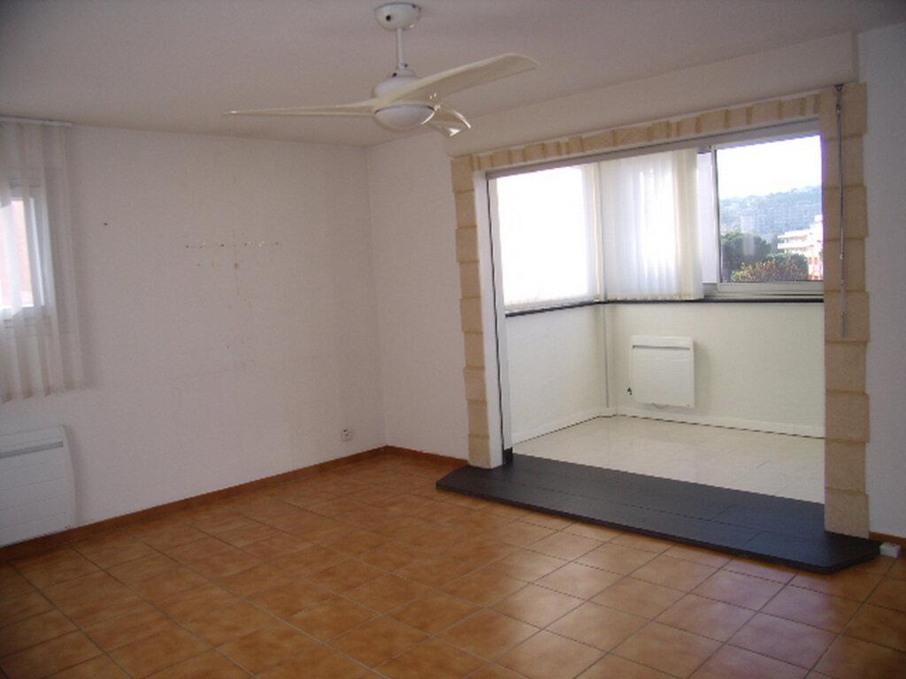 Appartement à louer 4 90m2 à Sainte-Maxime vignette-2