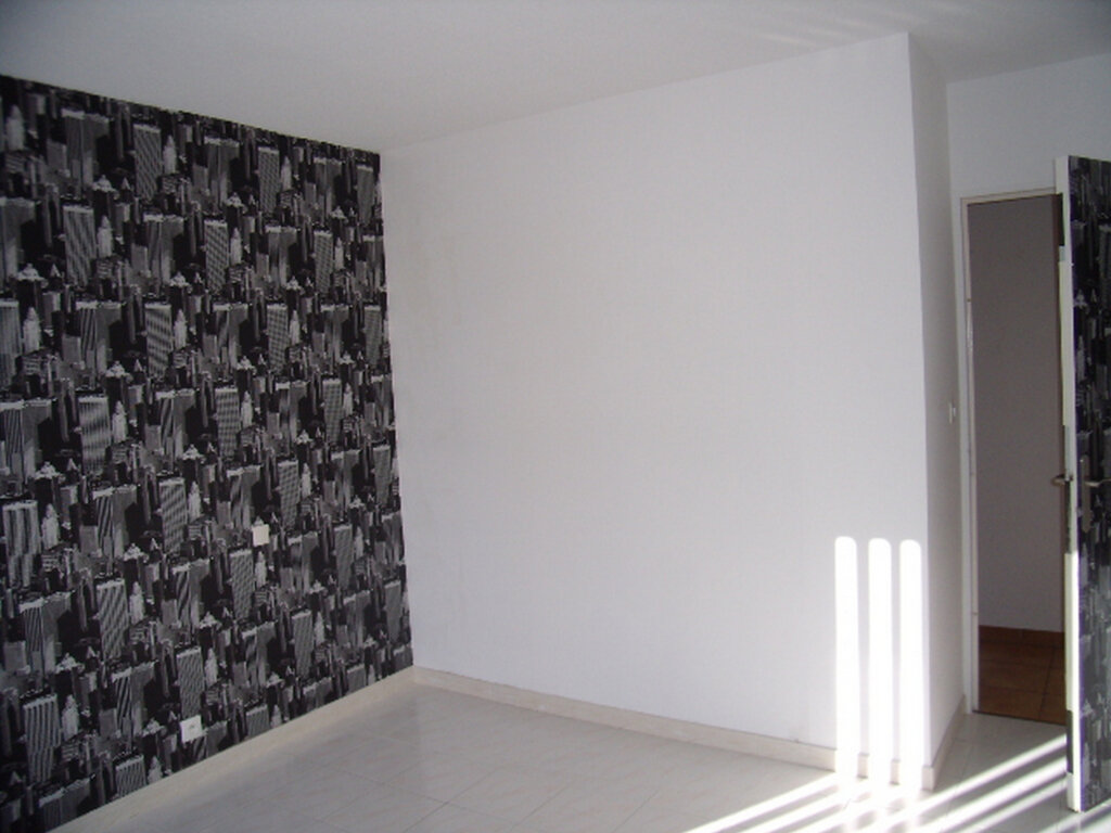 Appartement à louer 4 90m2 à Sainte-Maxime vignette-4