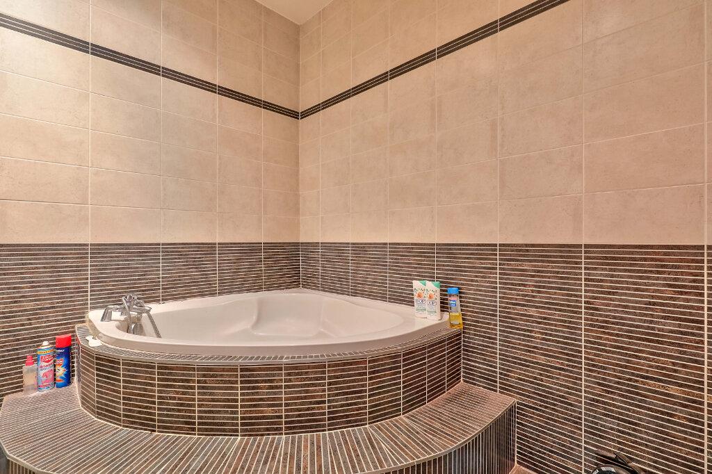 Appartement à vendre 3 71.97m2 à Villeurbanne vignette-6