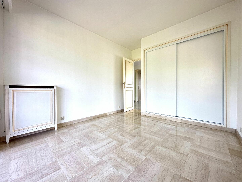 Appartement à louer 4 137.95m2 à Roquebrune-Cap-Martin vignette-11
