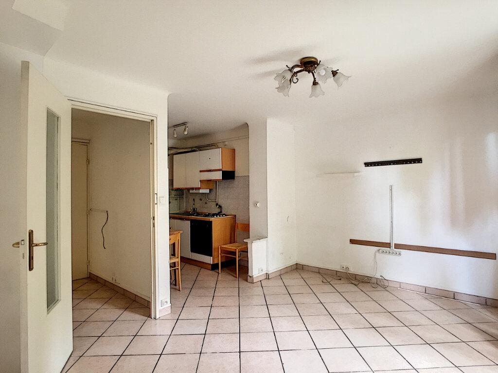Appartement à louer 1 31.55m2 à Roquebrune-Cap-Martin vignette-3