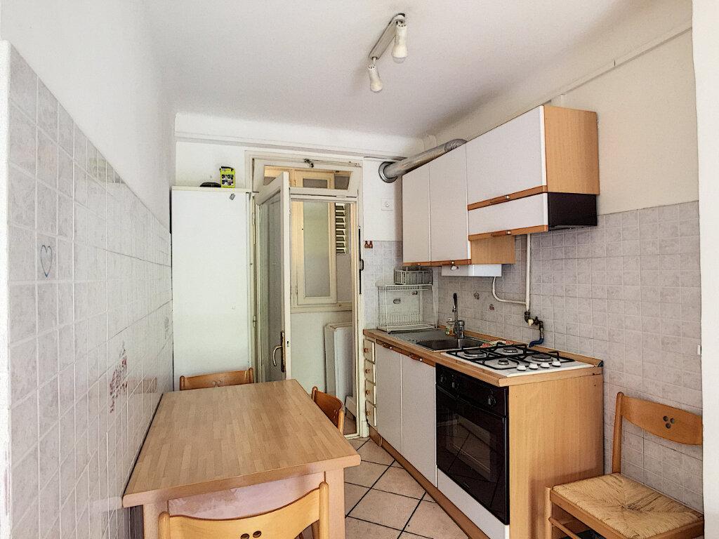 Appartement à louer 1 31.55m2 à Roquebrune-Cap-Martin vignette-4