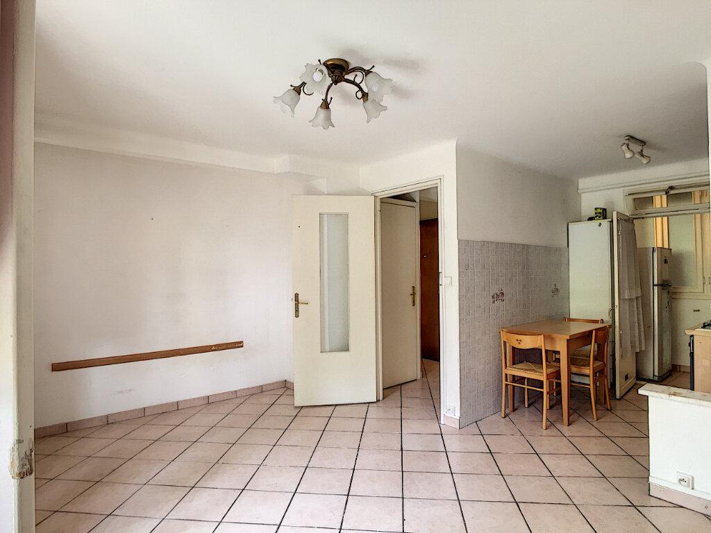 Appartement à louer 1 31.55m2 à Roquebrune-Cap-Martin vignette-5