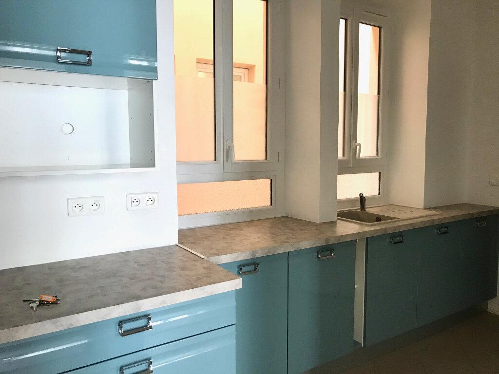 Appartement à louer 2 39m2 à Nice vignette-1
